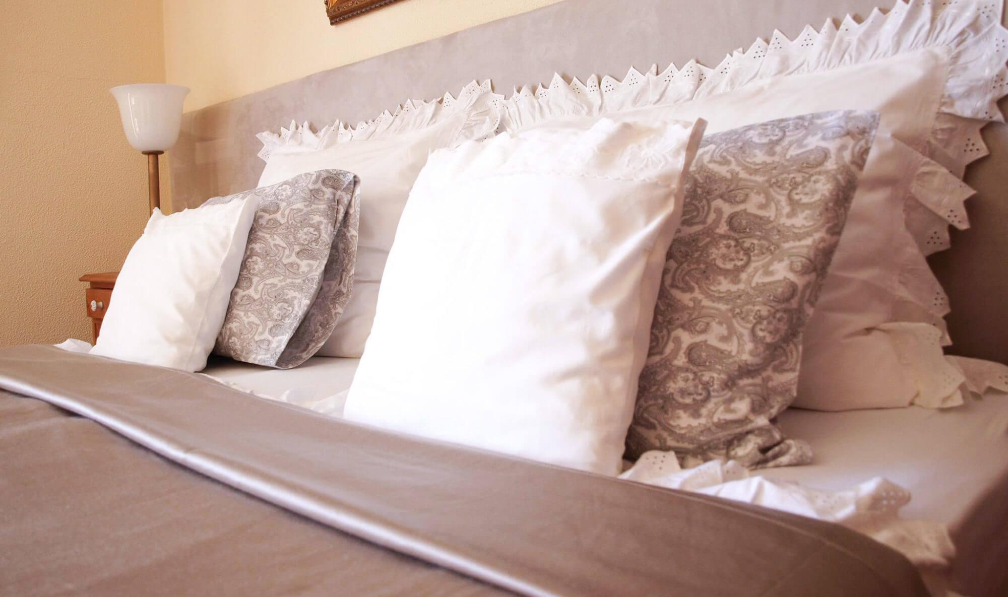 Uma suite da casa de férias Vila de Sol em Sesimbra