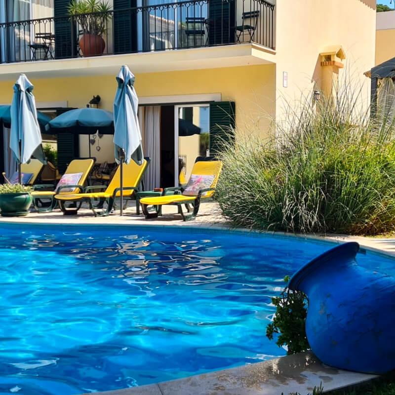 A piscina da Vila de Sol convida-o para um bom mergulho