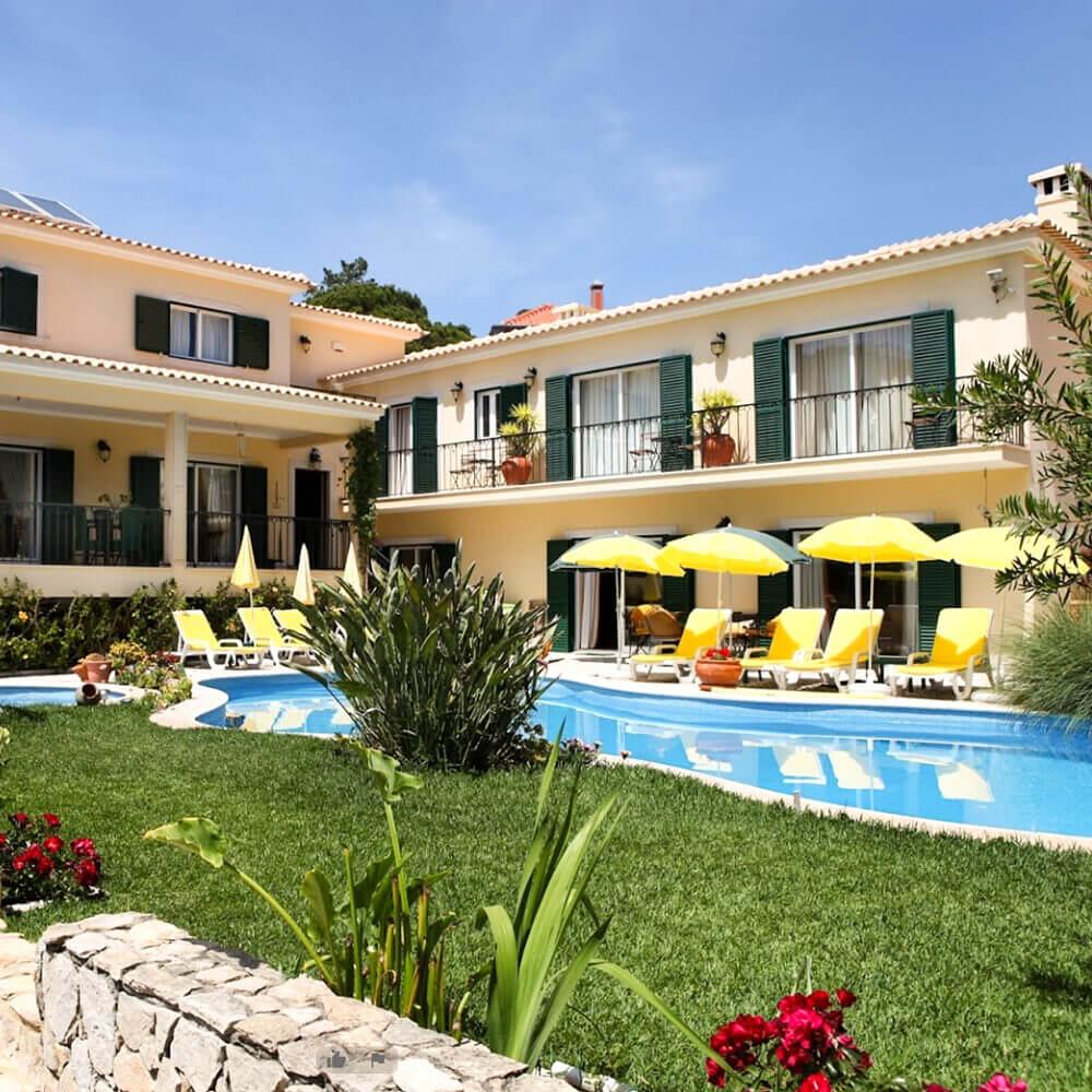Uma casa de férias com jardim e piscina para aproveitar os dias de calor