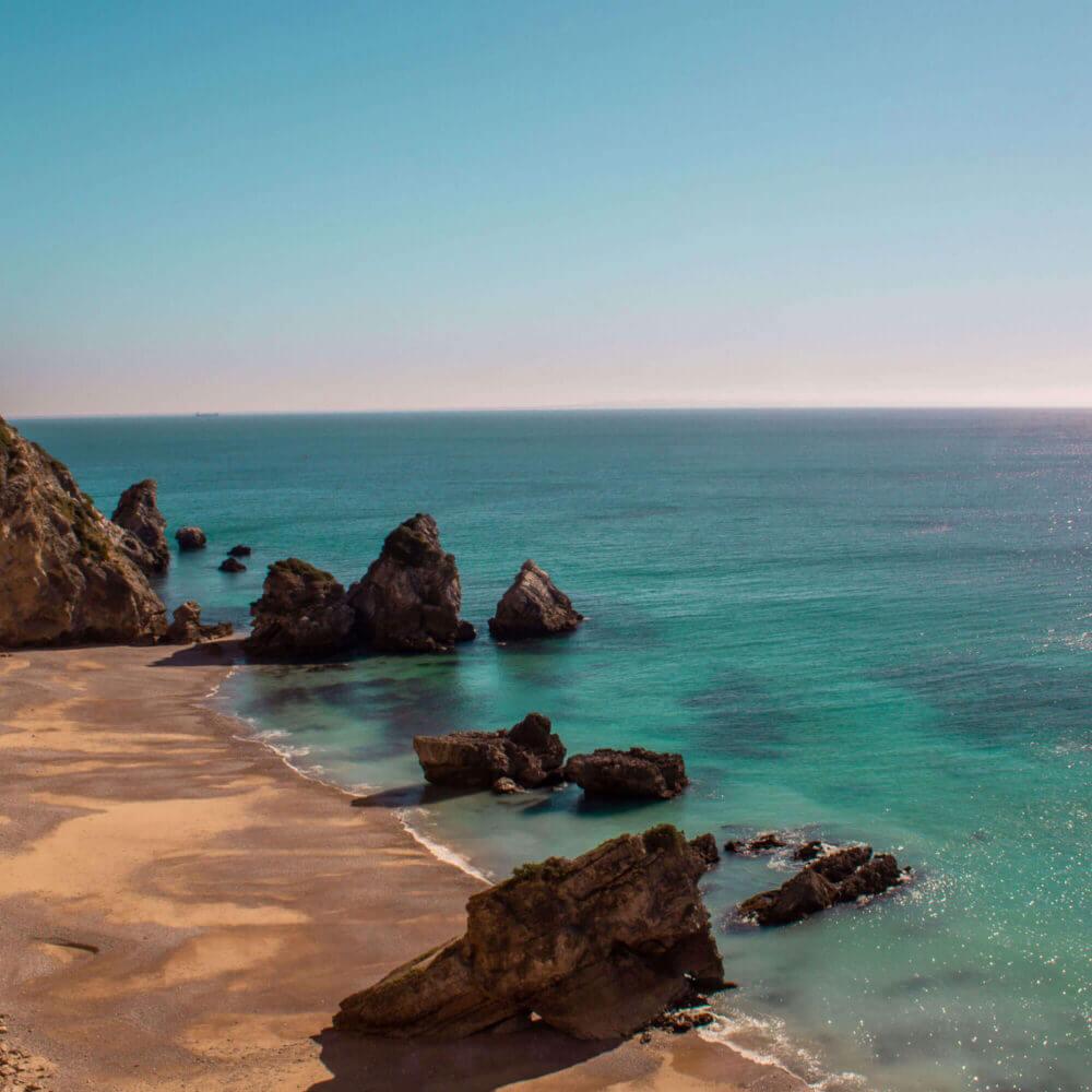 Praia do Ribeiro do Cavalo, paradisíaca de águas cristalinas